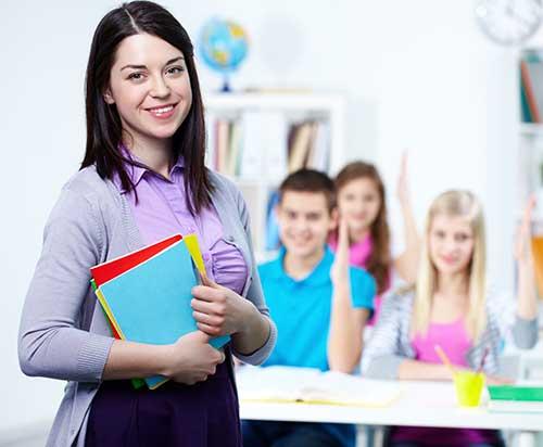 insegnante con classe formazione education know k.
