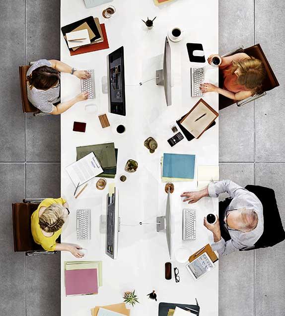 team di lavoro attorno al tavolo chi siamo know k.